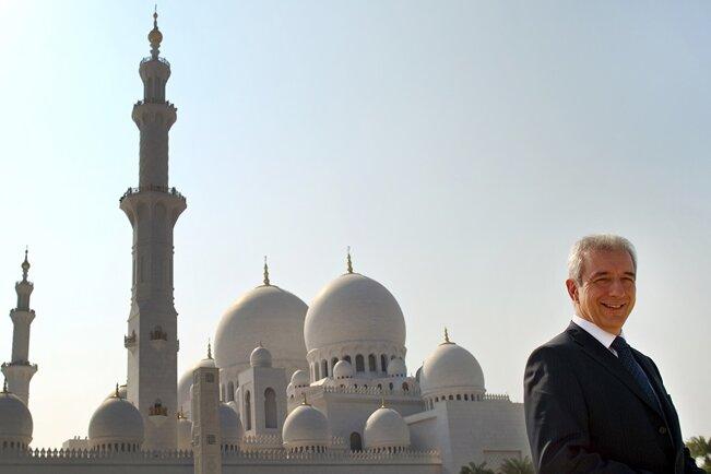 Bei einer Visite in Abu Dhabi 2010 besuchte Sachsens Ministerpräsident Stanislaw Tillich auch die Große Moschee.