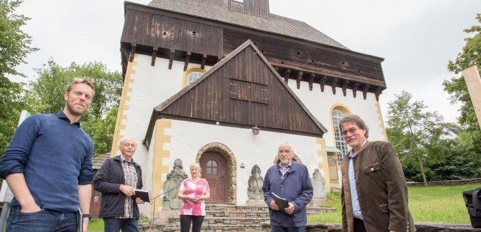 Pfarrer Andreas Lau, Johannes Stuhlemmer, Manuela Rösch, Johannes Rösch und Ingolf Georgi (von links) koordinieren die Vorbereitungen.
