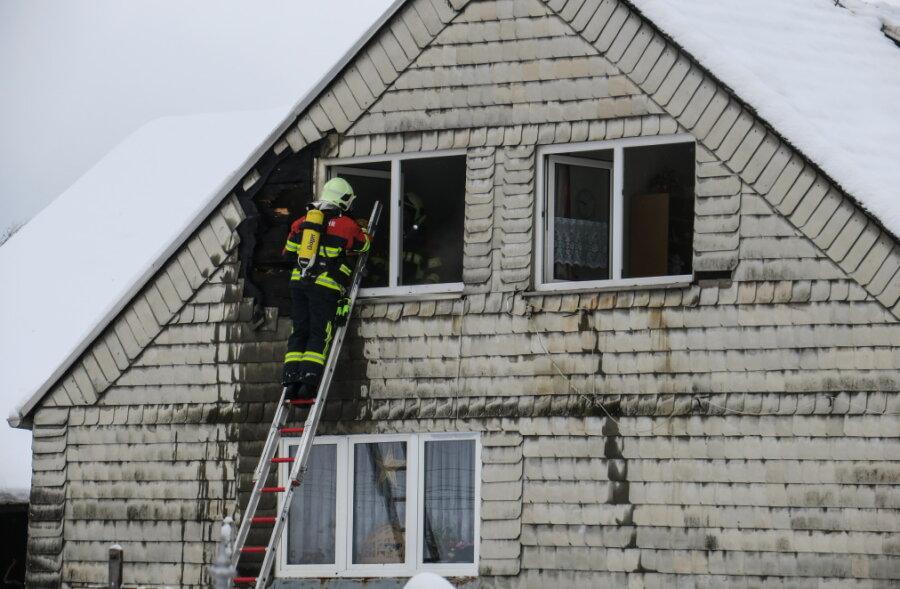 Wohnungsbrand in Bockau - Feuerwehr verhindert Übergreifen auf Dachstuhl