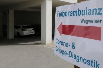 Der Weg zur Fieberambulanz (Teststelle) führt über die Zufahrt zur Notaufnahme. Geöffnet ist wochentags von 8 bis 9.30 Uhr.