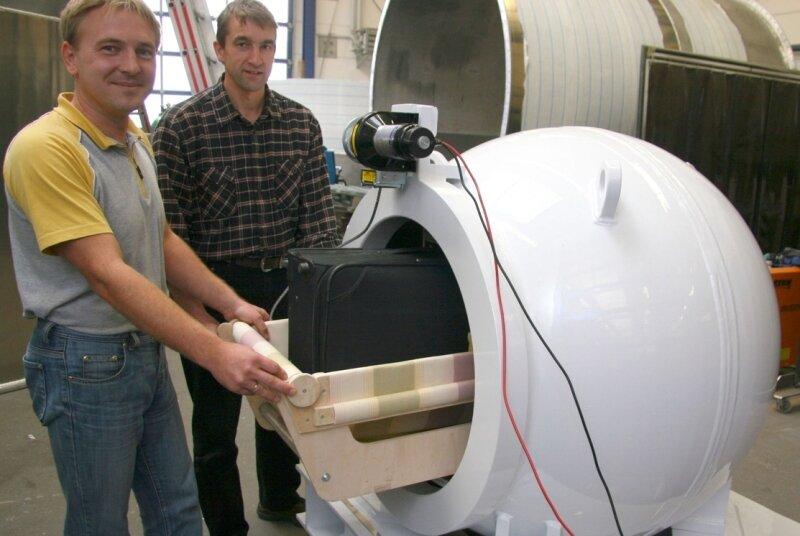 """<p class=""""artikelinhalt"""">André Martin (links) und Frank Pabst arbeiten an der Neuentwicklung der LTC Lufttechnik Crimmitschau GmbH mit.</p>"""