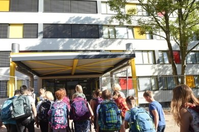 Nach umfassender Sanierung wurde die Oberschule Arno-Schreiter-Straße 2018 zunächst als Außenstelle der Albert-Schweitzer-Schule eröffnet. Seit Herbst vergangenen Jahren ist sie eigenständig.