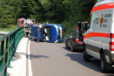 Bei dem Unfall waren Polizei, Rettungsdienst und Feuerwehr im Einsatz.