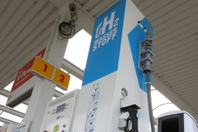 Nach Leipzig und Dresden ist in Meerane jüngst die dritte sächsische Wasserstofftankstelle in Betrieb gegangen. Deutschlandweit sollen zunächst 100derartige Stationen aufgebaut werden.