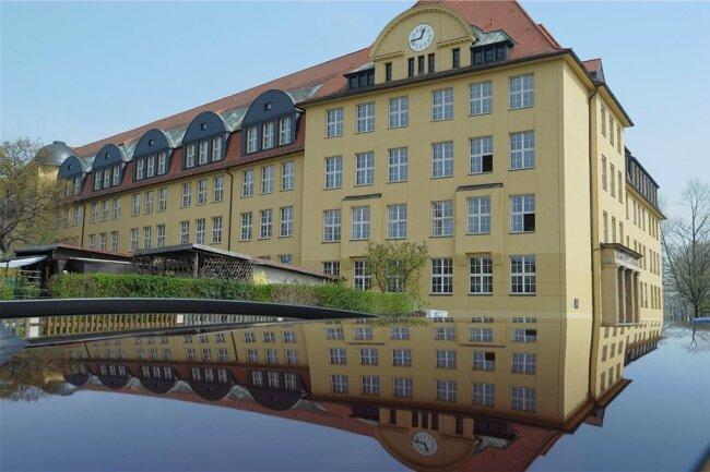 Als Schule mit vertiefter mathematisch-naturwissenschaftlicher Ausbildung ist das Johannes-Kepler-Gymnasium erneut mit einer Schülerin im Finale eines wissenschaftlichen Nachwuchswettbewerbes vertreten.