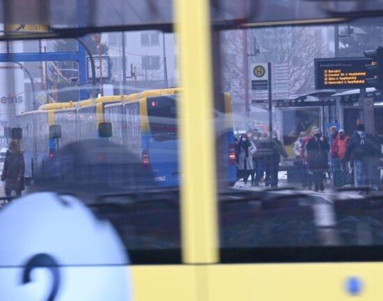 Chemnitz gilt als Autofahrerstadt, umweltfreundlichere Formen der Mobilität sollen künftig aber eine größere Rolle spielen - ob zu Fuß, mit dem öffentlichen Nahverkehr oder per Fahrrad.
