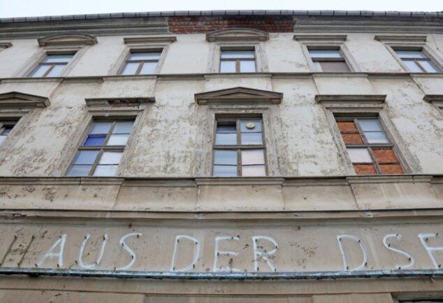 Unabhängig davon wie die Aneignungsverhandlungen ausgehen: Das ehemalige Haus der DSF ist in jedem Fall reif für den Abrissbagger.