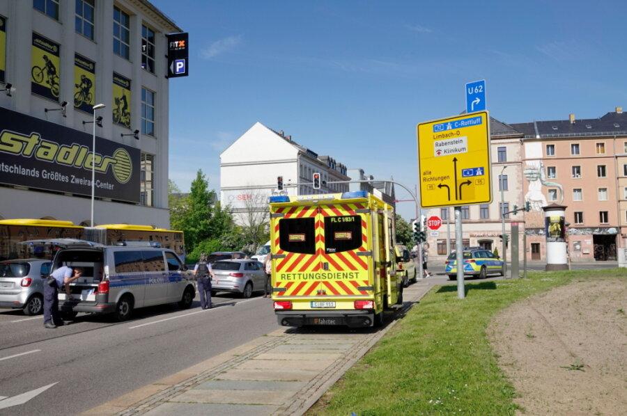 Fußgängerin wird bei Unfall in Chemnitz schwer verletzt