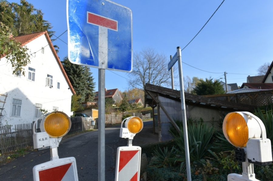 Voraussichtlich noch bis zum 20. November ist eine Baustelle am Feuerwehr-Gerätehaus in Freiberg-Halsbach eingerichtet, um eine Gasleitung neu zu verlegen. Die Umleitung verläuft über die B 173, Obere Straße.