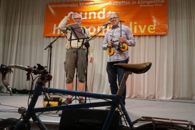 Zum Klingenthaler Festival kommt Georg Böger (links) stets mit dem Rad. Kursleiter Noldi Tobler will da nicht nachstehen.