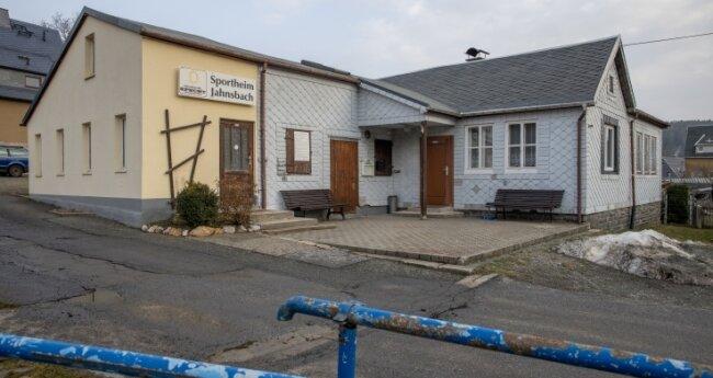Das Geld aus der ersten Versteigerung soll zum Beispiel zum Erhalt des Sportheims in Jahnsbach beitragen.