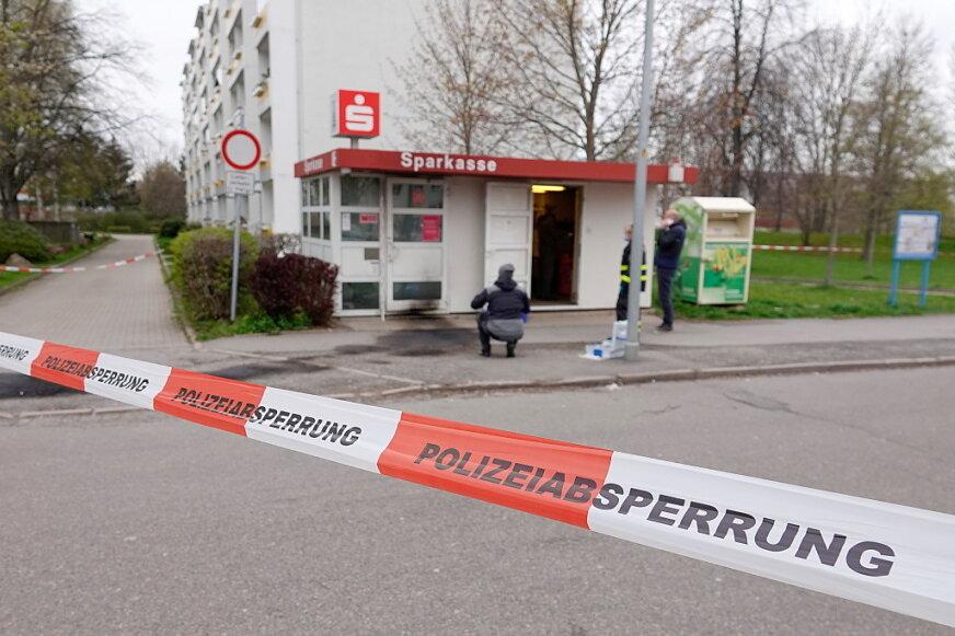 Einbruch in Sparkassenwürfel - Polizei sucht Zeugen