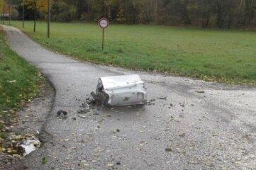 Die Waschmaschine landete auf einem Privatweg.