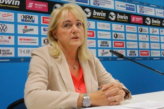 Da aufgrund der Pandemie derzeit keine Mitgliederversammlung möglich ist, will sich der Vorstand des Chemnitzer FC um Chefin Romy Polster am kommenden Montag online den Fragen der Fans stellen.