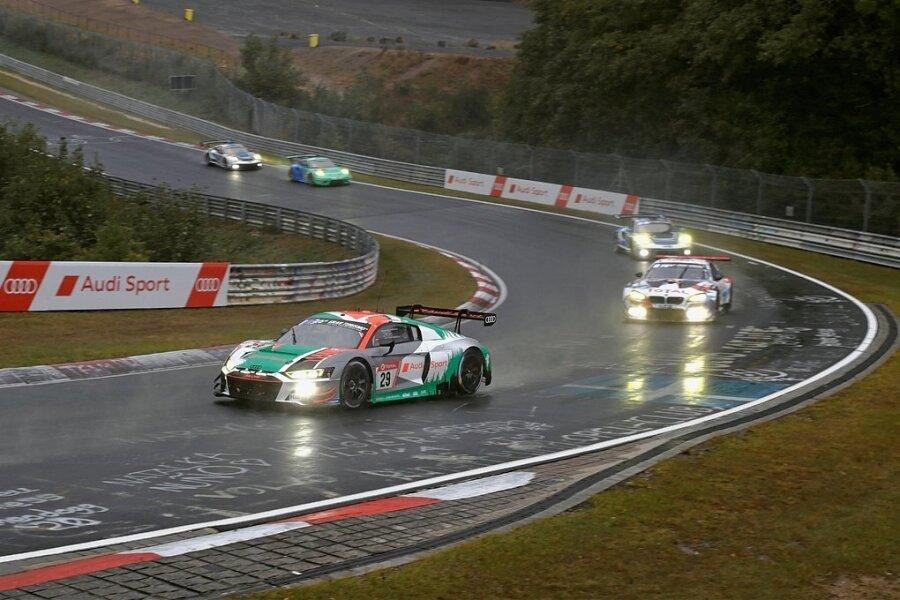 Das Licht wird er am Sachsenring nicht brauchen: Kelvin van der Linde startete Ende September beim 24-Stundenrennen auf den Nürburging. Nun kommt er mit dem Audi R8 LMS GT3 nach Sachsen.