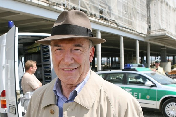 Dietz-Werner Steck als Hauptkommissar Ernst Bienzle 2006 bei Dreharbeiten zu dem Tatort «Bienzle und die große Liebe».