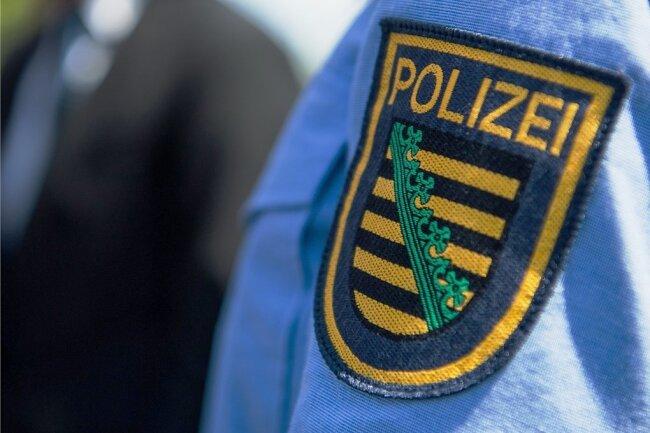 Die sächsische Polizei ist nach dem Diebstahl von Patronen für private Zwecke wieder in den Negativschlagzeilen.Gegen 17 Beamte ermittelt jetzt die Generalstaatsanwaltschaft Dresden.