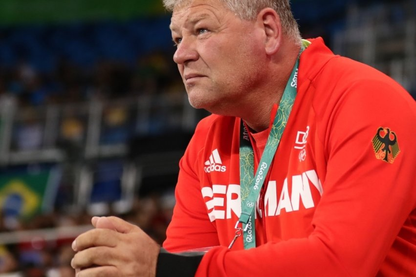Wohin geht die Reise? Sven Lang - hier im August 2016 als Trainer von Christina Schwanitz bei den Olympischen Spielen in Rio - trägt nun auch für Hammer-, Speer- und Diskuswerfen im Deutschen Leichtathletik-Verband die Verantwortung. Aktuell schaut er auf das kommende Großereignis, die Olympischen Spiele in Tokio.