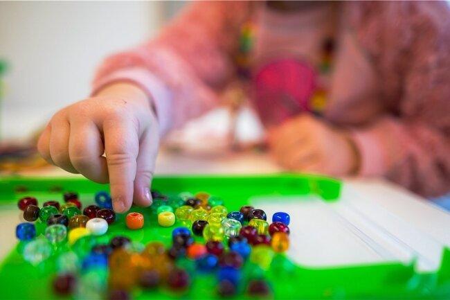 Für April müssen Eltern in Plauen, Falkenstein und Auerbach für die Betreuung in kommunalen Kitas keine Gebühren entrichten.