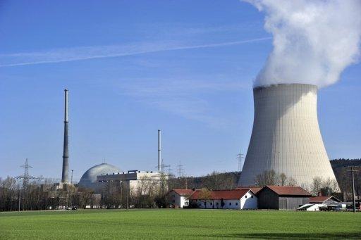 Gegen das Moratorium der Bundesregierung zur Laufzeitverlängerung prüfen einem Bericht zufolge gleich mehrere Betreiber von Atomkraftwerken rechtliche Schritte. Das Archivfoto zeigt das Akw Isar 1 in Bayern.