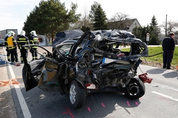 Drei Verletzte bei Unfall zwischen Arnsdorf und Böhrigen