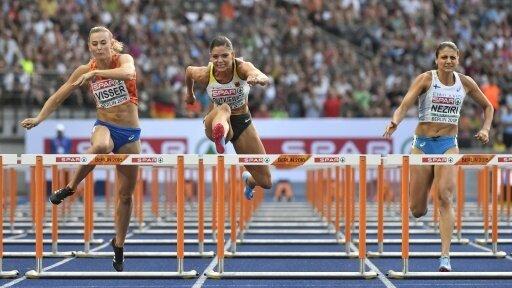 Pamela Dutkiewicz (Mitte) gewann ihr Halbfinale souverän