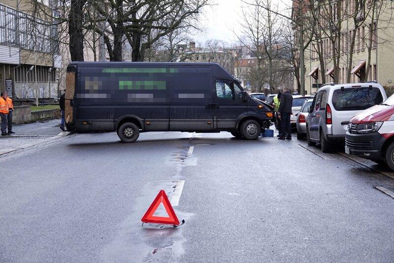 Einer der Transporter versperrte die Altchemnitzer Straße.