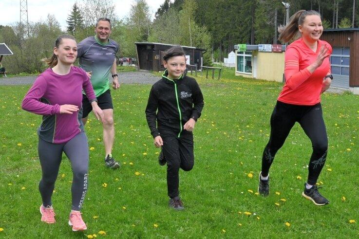 Michelle Steinert, Christian Saunus, Ervin Steinert und Annika Saunus (von links) haben am Samstag die Grünbacher Moosmann-Challenge in Angriff genommen.