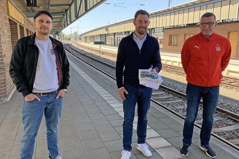 Matti (Capo Fankurve E5), Marketing-Vorstand Matthias Krauß und Lutz Teichmann, Vorstand Fans und Sicherheit.
