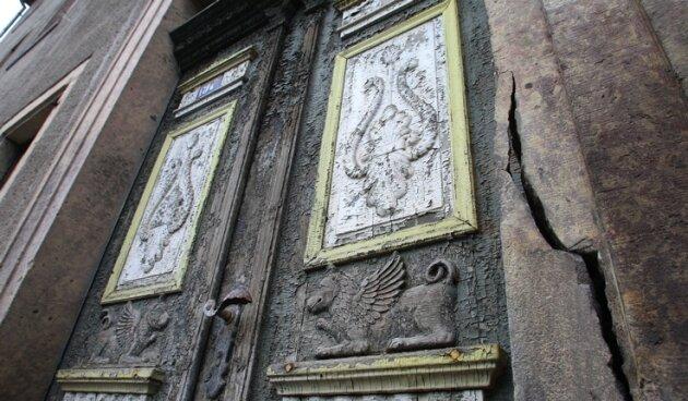 Die Eingangstür am Meisterhaus ist das markante Merkmal für den denkmalschützerischen Wert des Gebäudes.