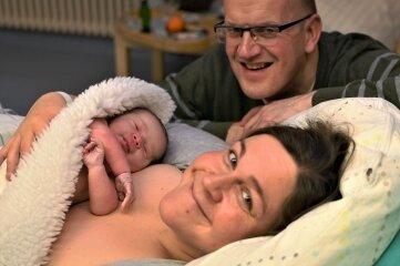 Die Eltern Kerstin und André Speck mit ihrem Neujahrsbaby Luise.