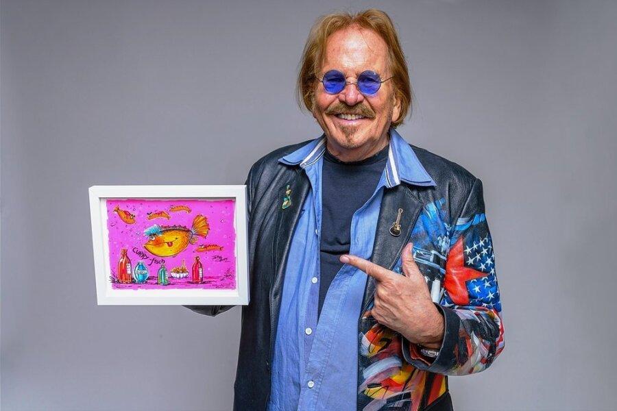 Musiker Frank Zander mit Kunstwerk: einfach mal ausprobieren.