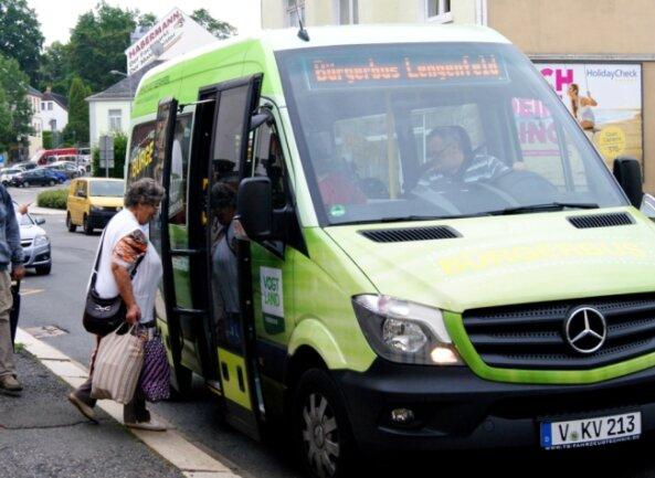Als der Bürgerbus 2017 den Betrieb aufnahm, konnte sich wohl noch keiner vorstellen, dass Fahrgäste irgendwann nur mit Maske einsteigen dürfen. Doch nachhaltig ausbremsen konnte auch das Coronavirus dieses Zusatzangebot des Öffentlichen Nahverkehrs nicht.