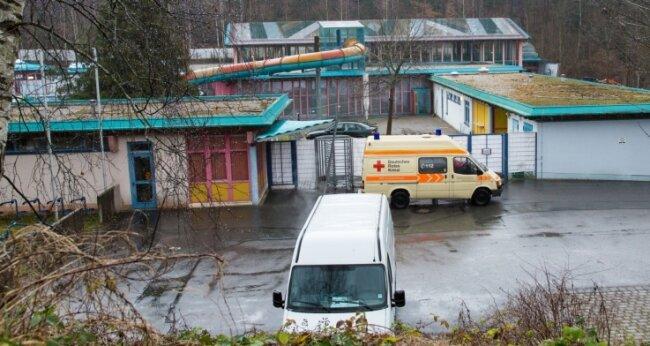Das Thalheimer Erzgebirgsbad wird derzeit als Notunterkunft für Flüchtlinge genutzt.