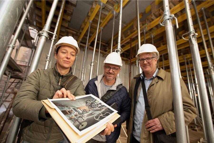 Projektleiterin Jana Eichler, Architekt Roger Neumann und Martin Salesch, Direktor des Vogtlandmuseums, informierten über den Bau.