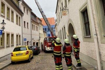 Bei der Feuerwehrübung in der Freiberger Kaufhausgasse kam die Drehleiter zum Einsatz.