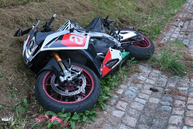 Bei einem Unfall auf der B 283 zwischen Morgenröthe-Rautenkranz und Schönheide ist am Sonntagnachmittag ein Motorradfahrer ums Leben gekommen.