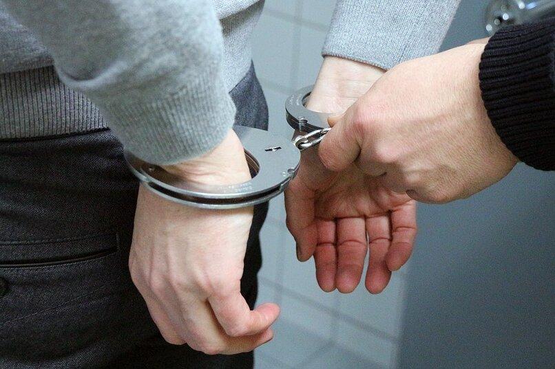 Polizei ertappt mutmaßliche Einbrecher im Rosenhof