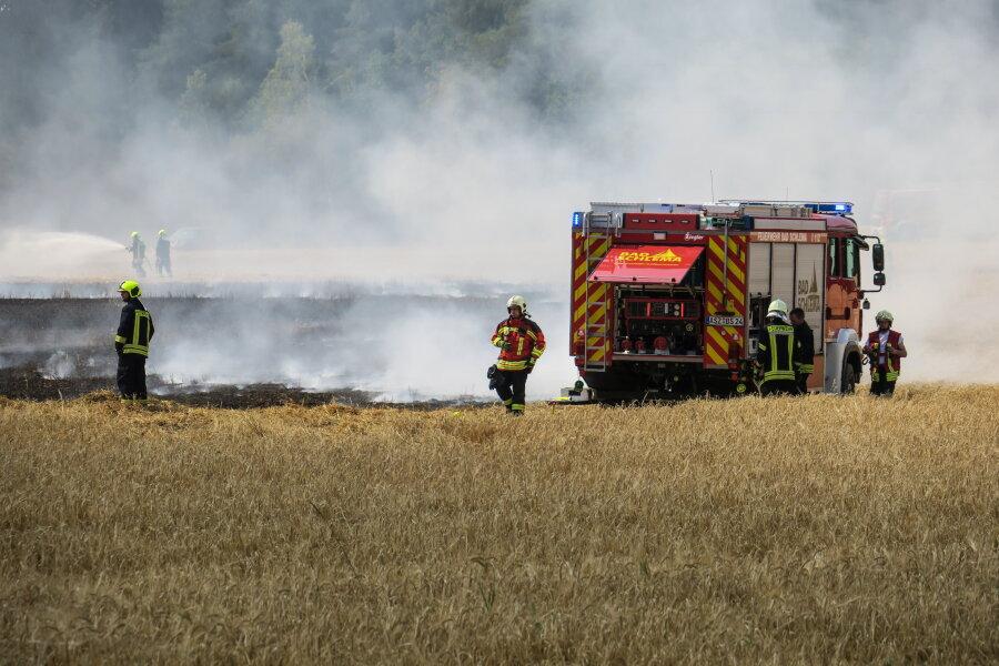 Etwa zwei Hektar Feld sind ersten Angaben zufolge am Dienstagnachmittag unterhalb des Keilberges in Brand geraten.