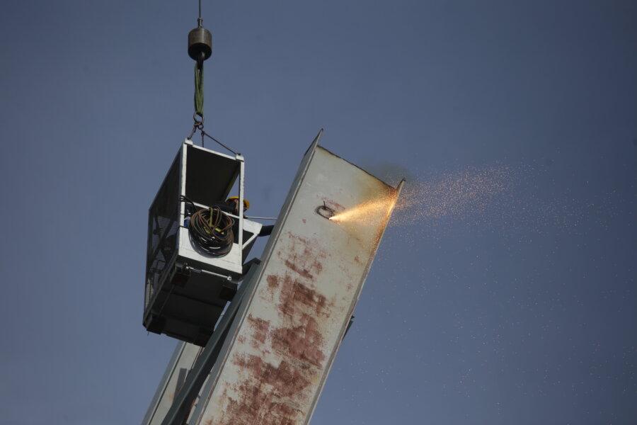 Flutlicht-Masten werden demontiert