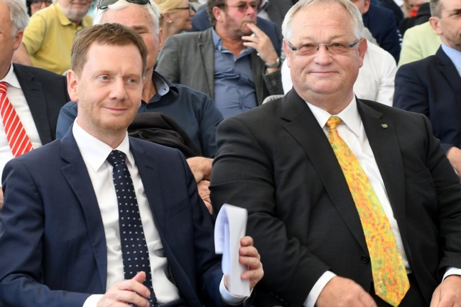 Ministerpräsident Michael Kretschmer (l.) regte den Tag der Sachsen 2022 in Frankenberg an, Bürgermeister Thomas Firmenich lässt nach dem Stadtratsbeschluss die Bewerbung nun vorbereiten.
