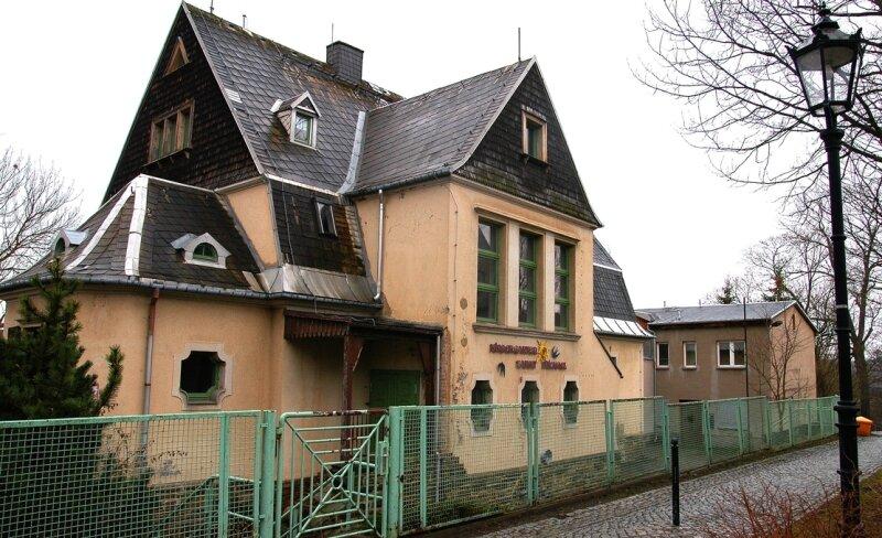 """<p class=""""artikelinhalt"""">Die ehemalige Stasi-Villa steht mangels Interessenten seit fast drei Jahren leer. Jetzt versucht die Stadt die Immobilie erneut zu veräußern. Bislang aber auch ohne Erfolg.</p>"""