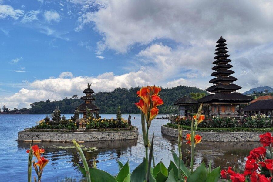 Pura Tirta Empul ist ein Wassertempel in Bali, der für sein heiliges Quellwasser berühmt ist.