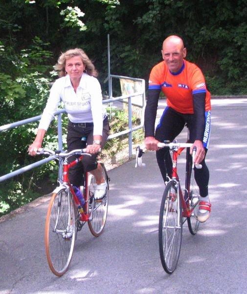 Für Radsportlegende Wolfgang Lötzsch ist jetzt bei Christine Gütler in Ortmannsdorf Start und Ziel.