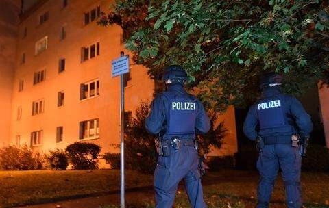 Polizisten sicherten das Fritz-Heckert-Gebiet.