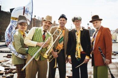 Die Musikgruppe mit dem aus Mylau stammenden Lutz Wolf (Mitte) hat bereits mehrere Male im Vogtland ihr Publikum begeistern können.