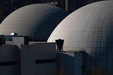 """Das Atomkraftwerk Neckarwestheim bei Heilbronn. Block I (hinten) wurde 2011 stillgelegt, Block II bleibt noch bis Ende 2022 am Netz. Die AfD in Sachsen sieht eine """"weltweite Renaissance"""" der Kernkraft."""