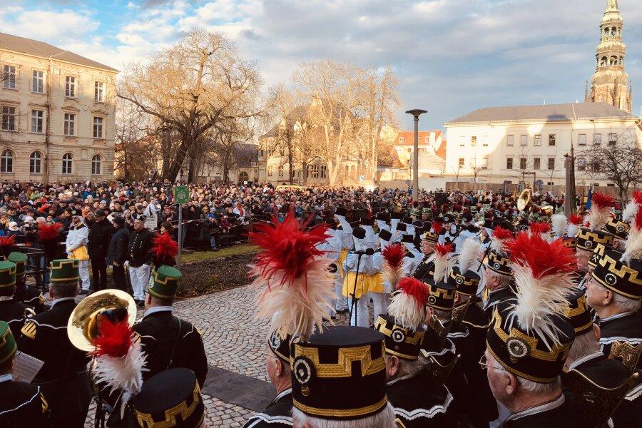 Am Samstag verfolgten hunderte Besucher die Bergparade in Zwickau.