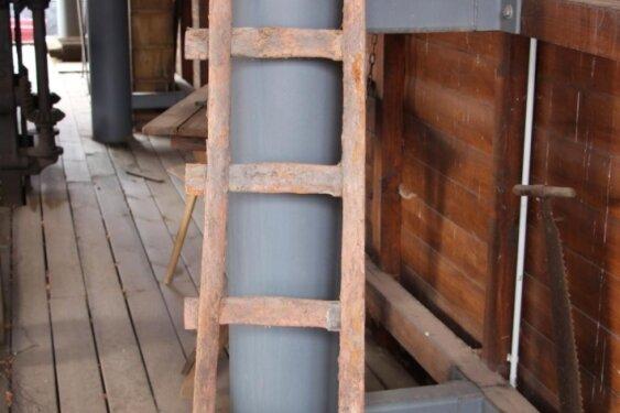 Diese Holzleiter diente einst als Fahrt im Merkurschacht.