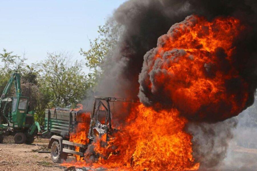 Wegen eines brennenden Multicars sind am Donnerstagnachmittag die Glauchauer Feuerwehr, der Rettungsdienst und die Polizei ausgerückt.